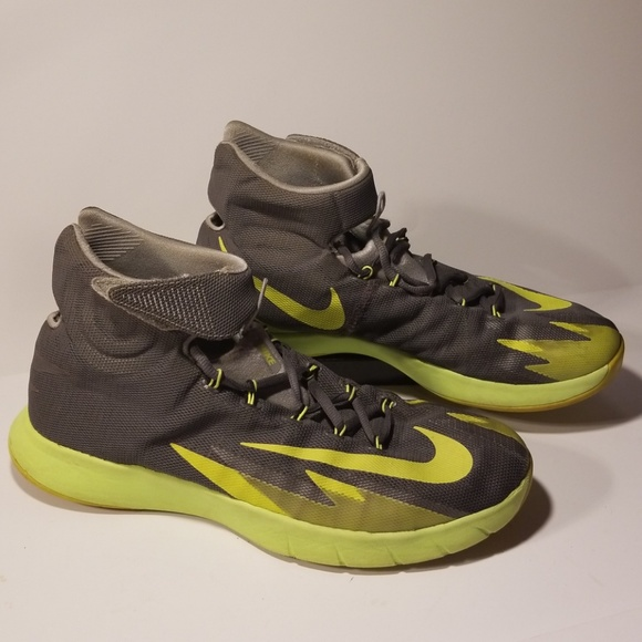 ef3a99822 Nike Zoom HyperRev Kyrie Irving men s size 9.5. M 5ac79f57daa8f609be3a755e